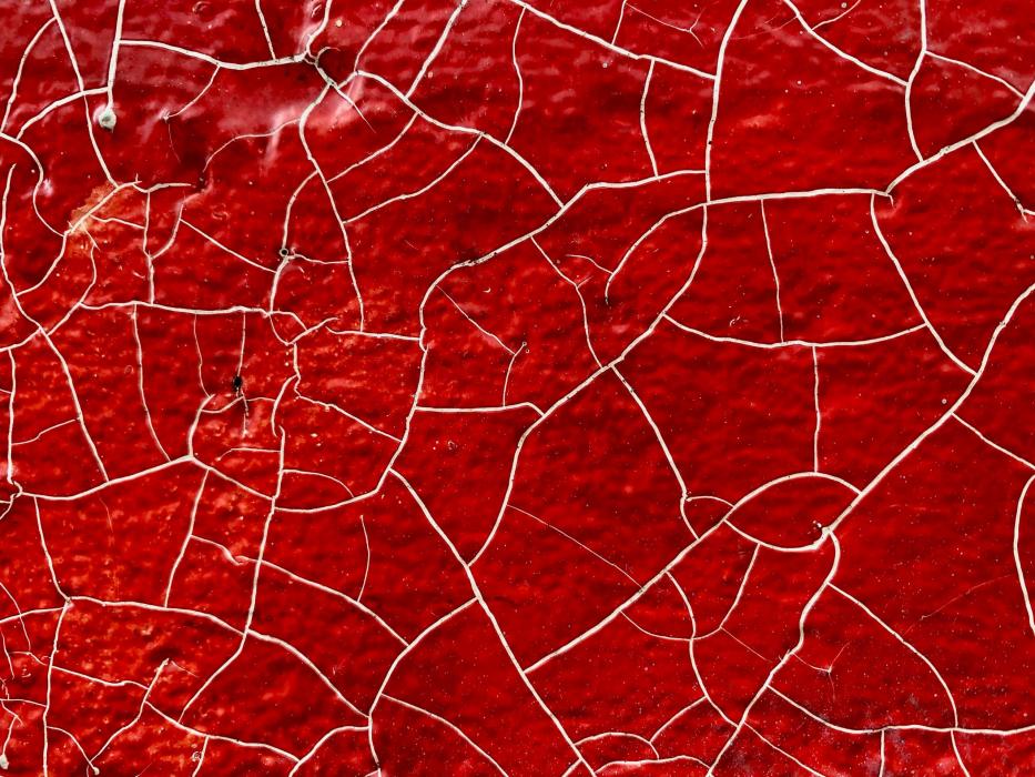 Peinture craquelée de couleur rouge et blanche