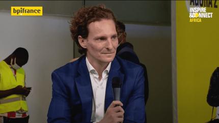 Photo de Thierry Lacroix pendant un interview