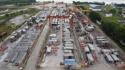 Photo of a construction site illustrating Dragages Singapore's PPVC process and how onepoint's expertise on Lean improved it